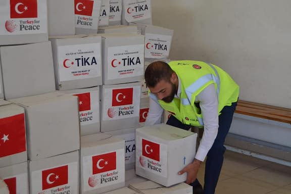 TIKA distributing aid packages to needy Turkoman and Mardinli families in Lebanon. (Turkish embassy in Beirut Facebook, May 23, 2020)
