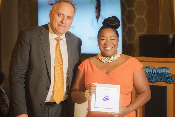 Entrepreneur Vahe Christianian (left) presented the Education Champion Award to US Bank's Patrina Pettry for supporting the Armenian School at AOC's 40th Anniversary Gala (Photo by Evan Semón)