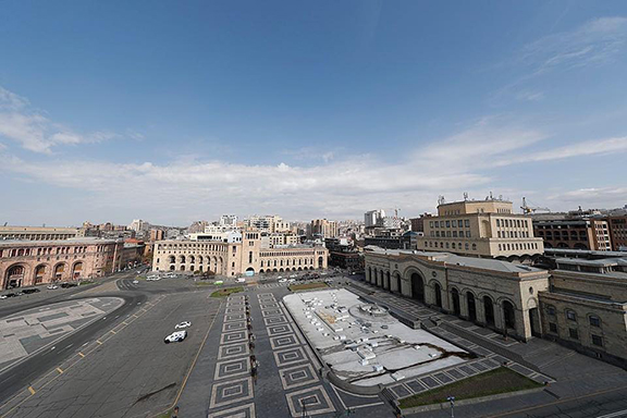 On the first day of a nationwide lockdown the streets of Yerevan are empty (Photo by ArmRadio)