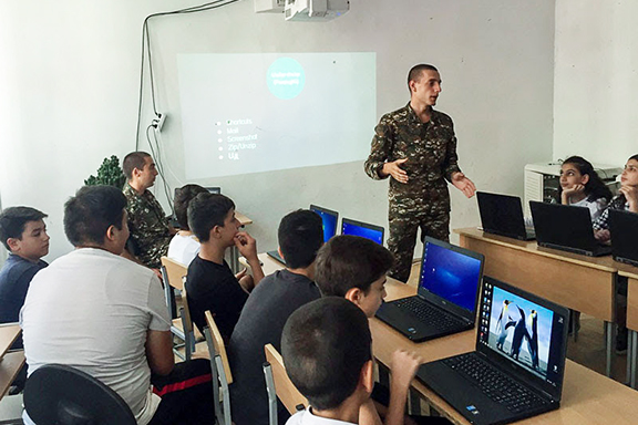 Hayk Kocharyan teaching a class at TUMO