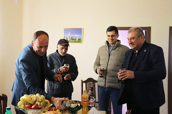 FCHA President Ashot Yeghiazaryan (far right) and VivaCell-MTS General Manager Ralph Yirikian (second from right) at the Hasoyan family's new home