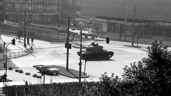 Tanks on the streets of Ankara in September 1980